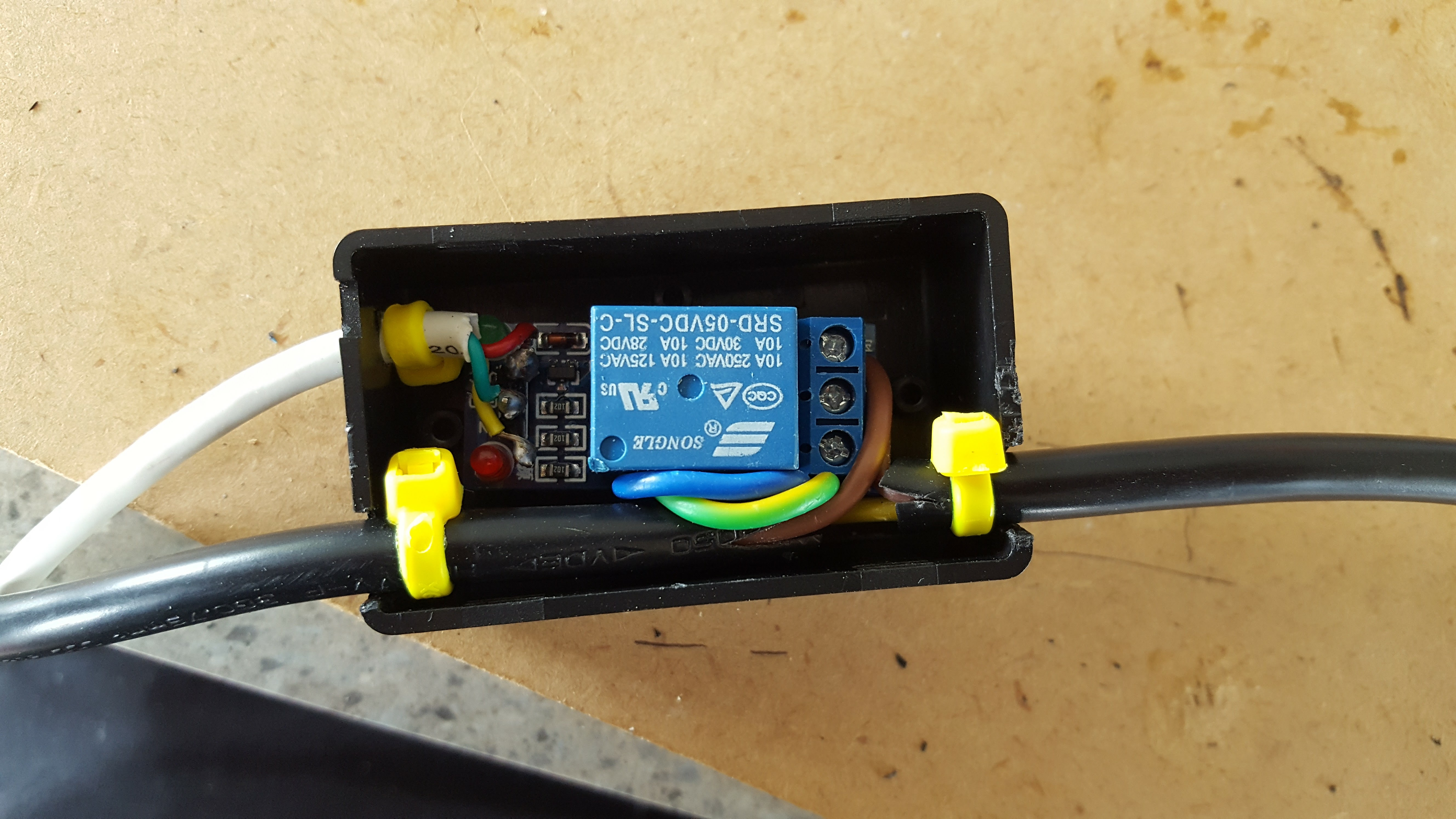 Tropical Aquarium Techconz Power Relay Minecraft 240v Securely In A Plastic Case Inline With The Light Hoods Cable This Part Of Circuit Is Isolated From Arduino Board And Only